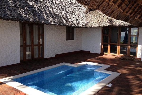 Swimmingpool (ilovegiethoorn.nl)